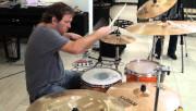 Как играть на барабанах?
