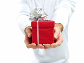 Как выбрать подарок брату?