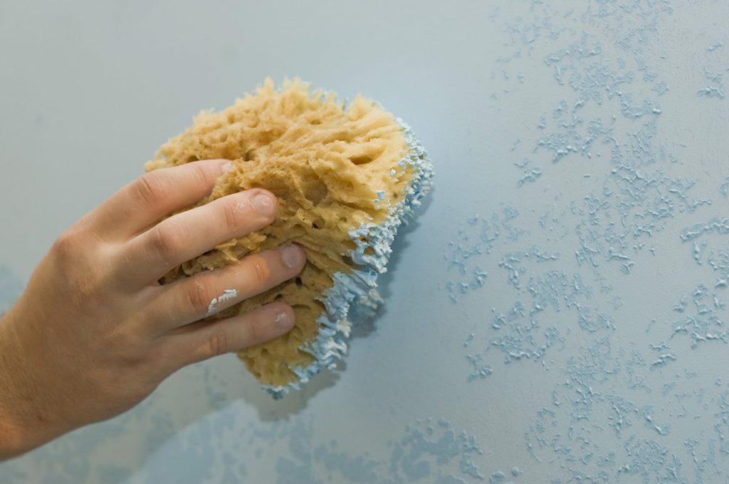 Как с помощью губки создать стильное покрытие для стен?
